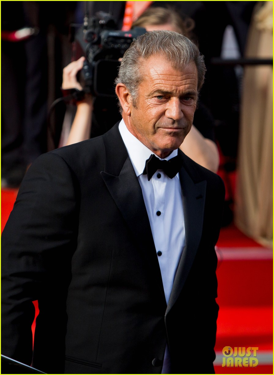 mel gibson crystal globe karlovy vary international film festival 093150219