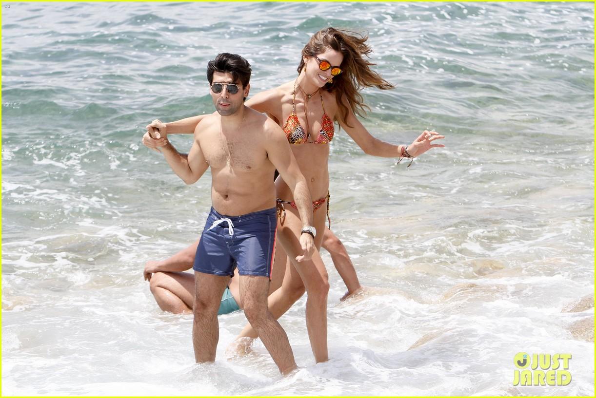 izabel goulart bikini boyfriend marcelo costa 043148555