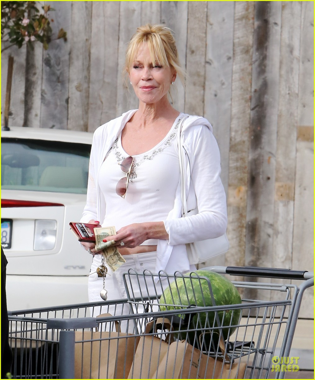 melanie griffith gets grocery help on fourth of july 043150827