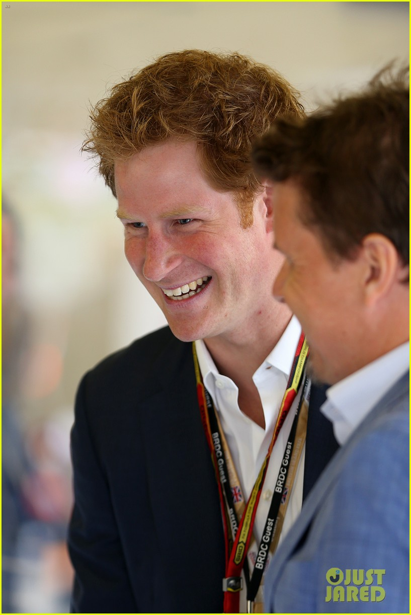 prince harry eventful sunday at the one grand prix 04