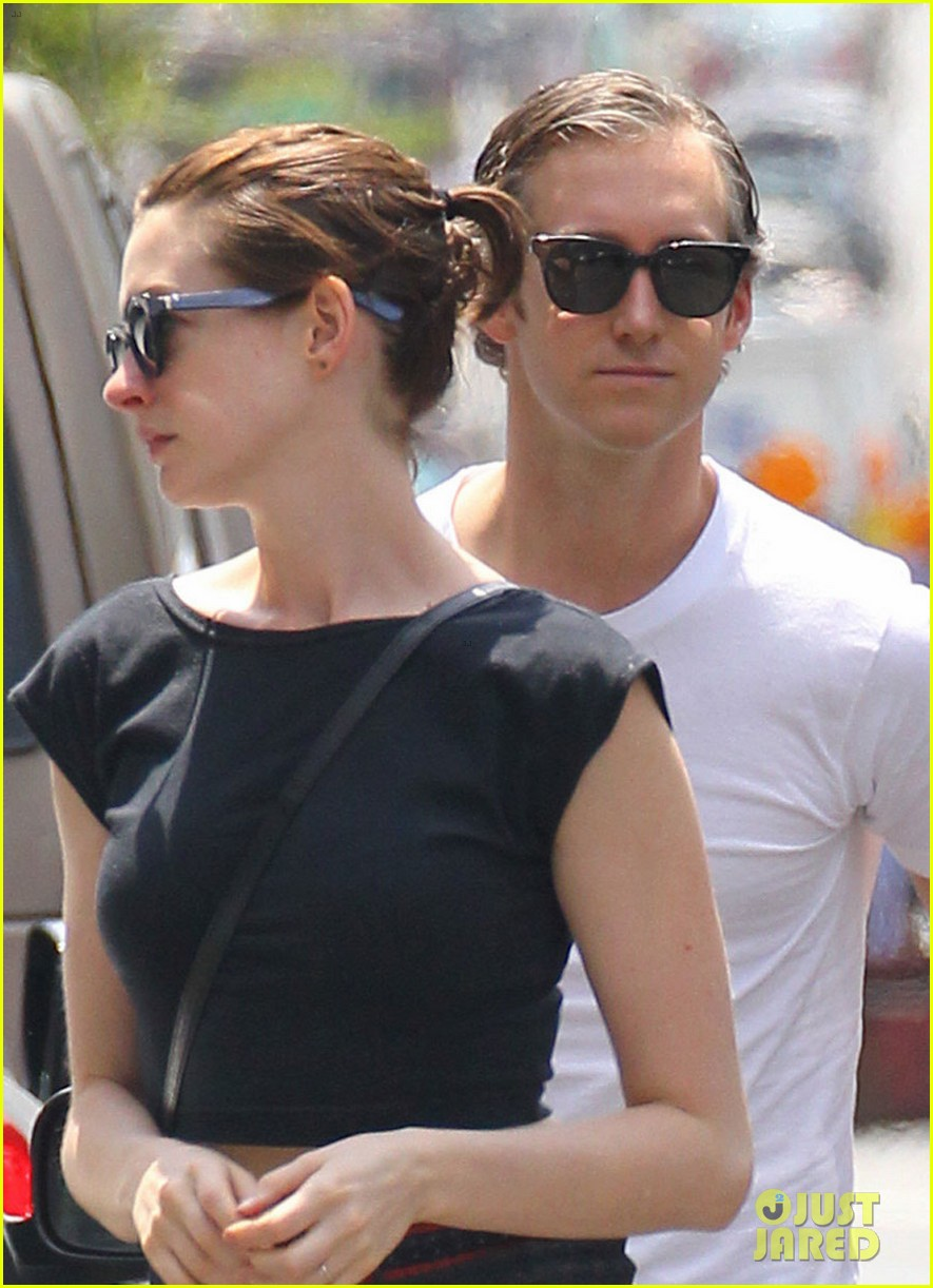 anne hathaway hair long enough for a ponytail 053149355