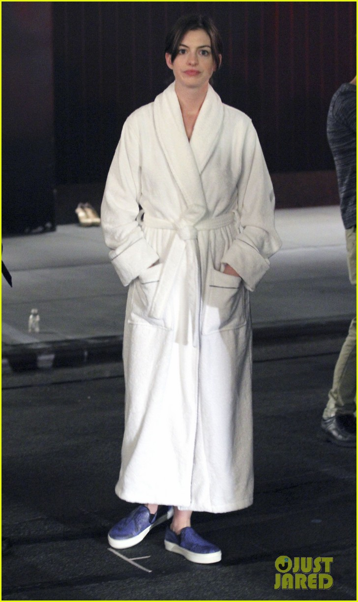 anne hathaway walks the streets of new york in a bathrobe 01