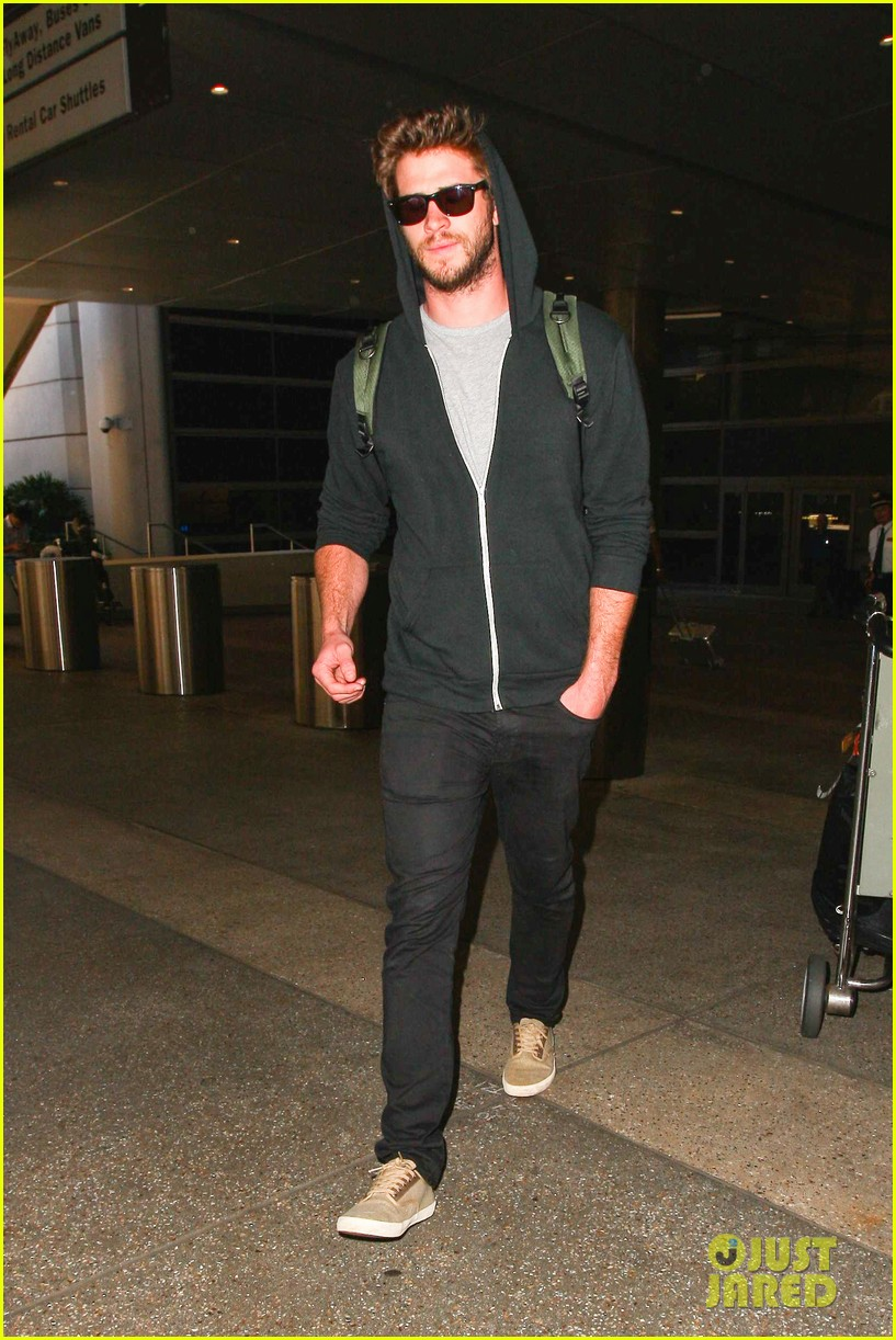 liam hemsworth talks nice miley cyrus 133153916
