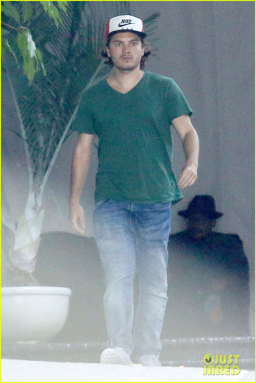 emile hirsch spends his day hanging out at chateau marmont 10