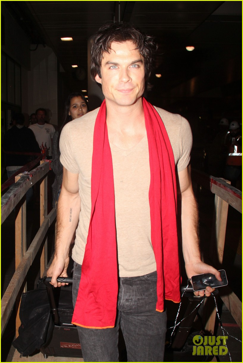 ian somerhalder makes his way to comic con after weekend with nikki reed 01