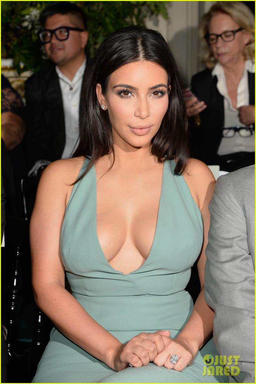 kim kardashian displays lots of cleavage for valentino fashion show 09