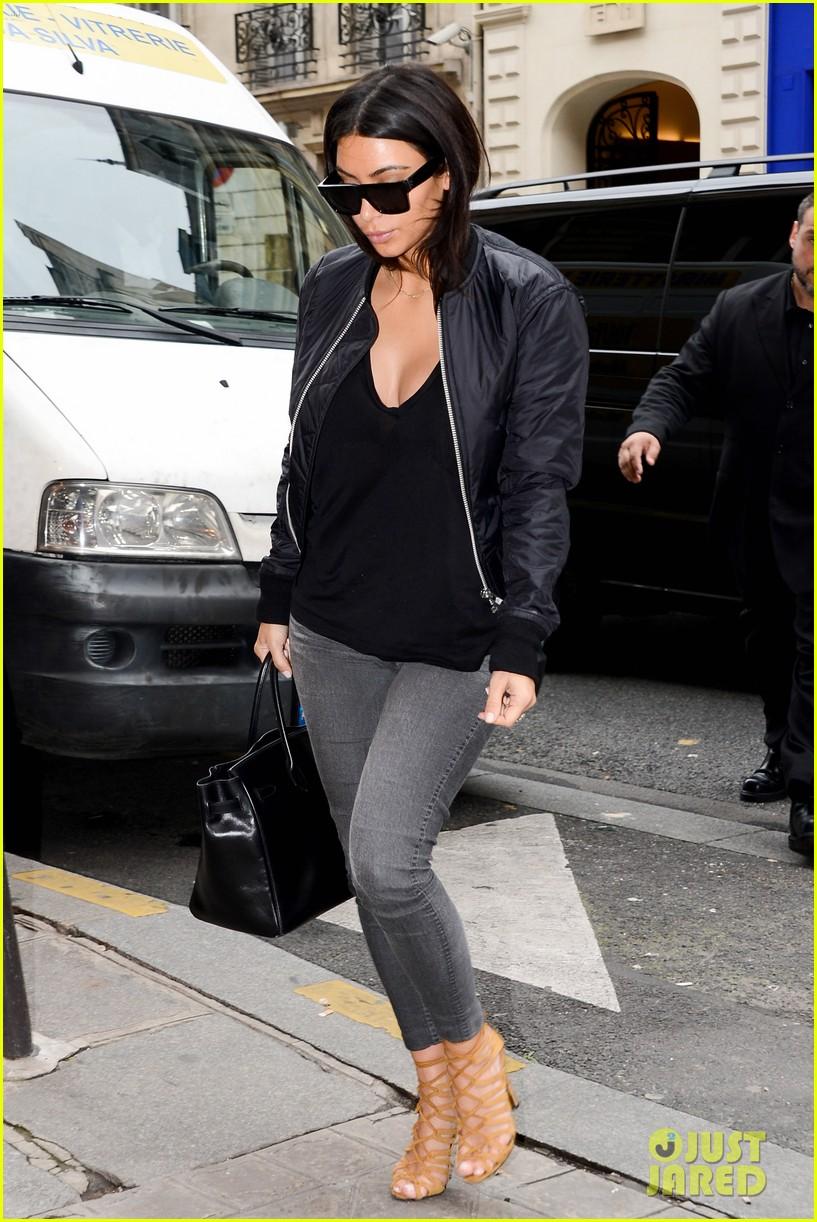 kim kardashian displays lots of cleavage for valentino fashion show 18