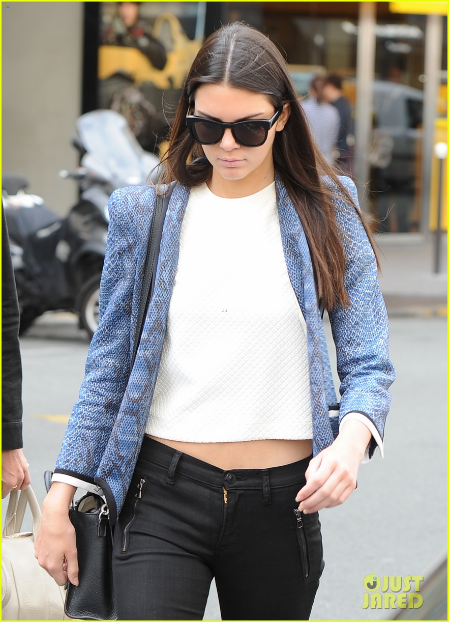 kendall jenner jets paris after hamptons getaway 20