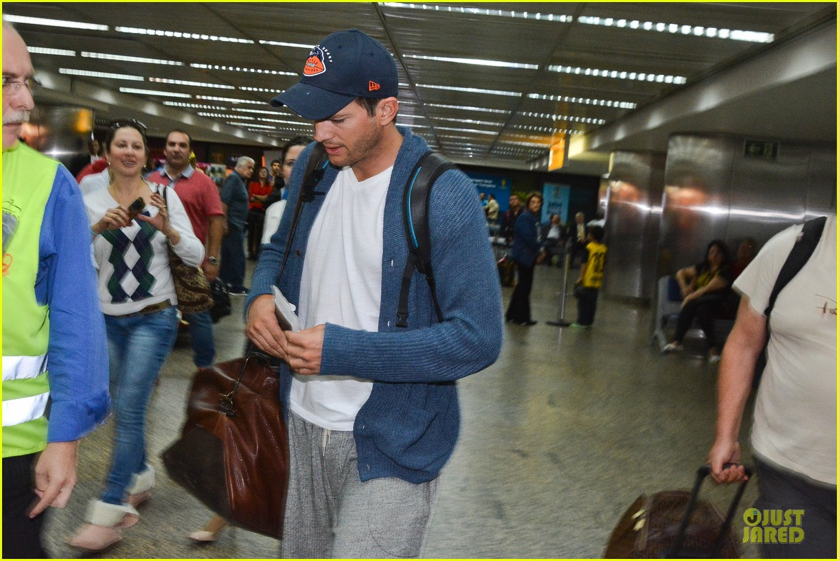 ashton kutcher gets ready for fifa world cup finals 10