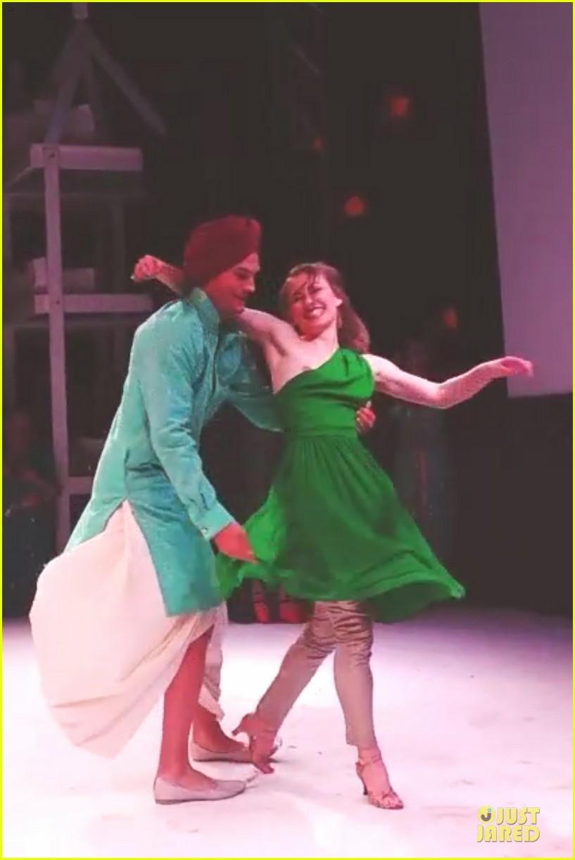 ashton kutcher dons turban at indian wedding 053150248
