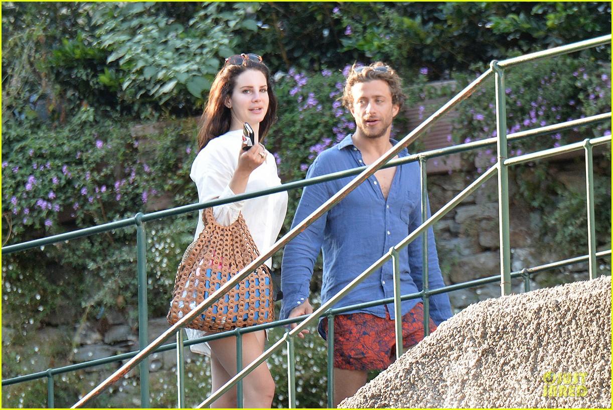 lana del rey steps out with new boyfriend francesco carrozzini 07
