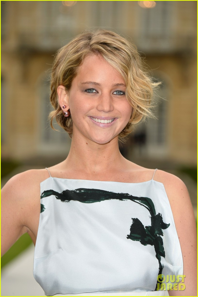 jennifer lawrence emma watson christian dior fashion show 043151013