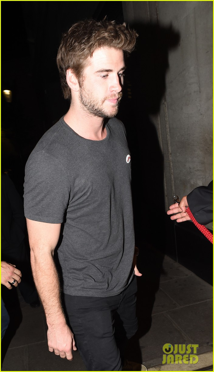 liam hemsworth by way of helena casting woody harrelson 04