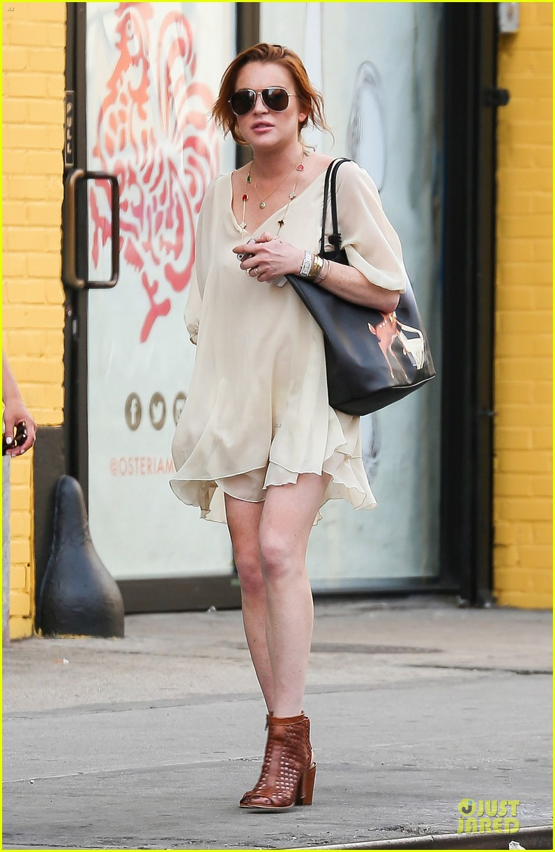 lindsay lohan turns awesome 28 on wednesday 013147875