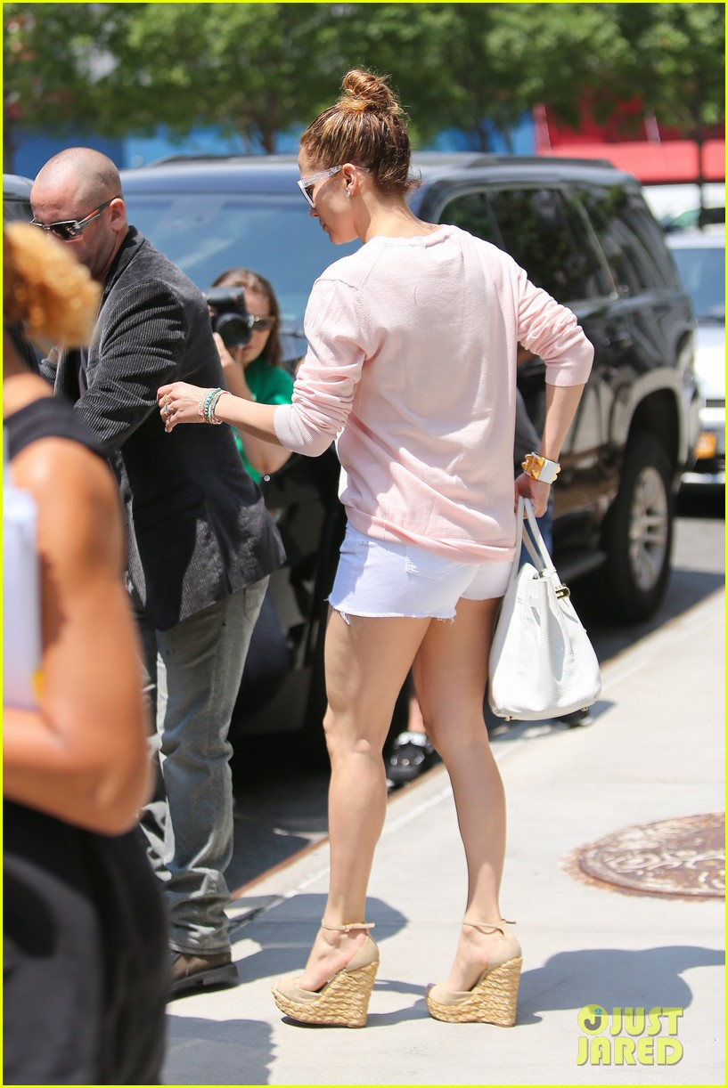 jennifer lopez loves herself in new york city 11