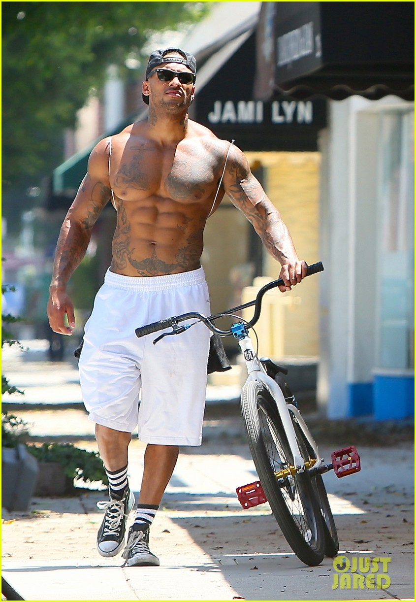 kelly brook fiance david mcintosh should always go shirtless 043149298