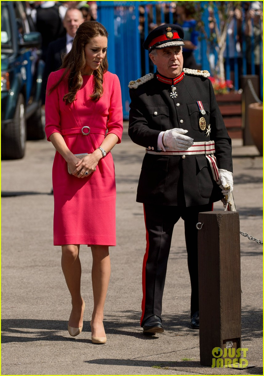 kate middleton is bright in pink for blessed sacrament school visit 04