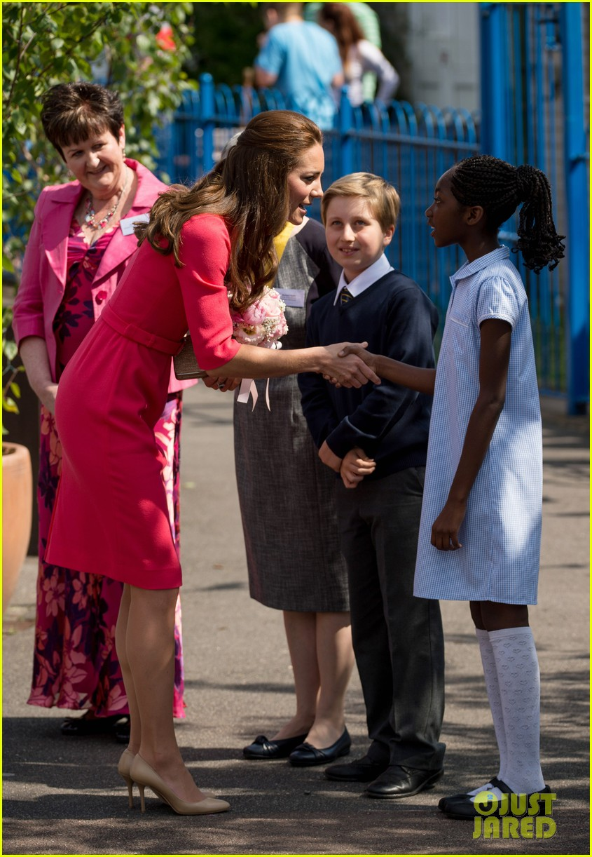 kate middleton is bright in pink for blessed sacrament school visit 05