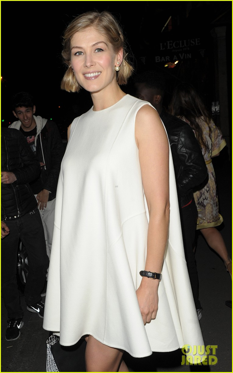 elsa pataky rosamund pike get glam for private dior dinner 01
