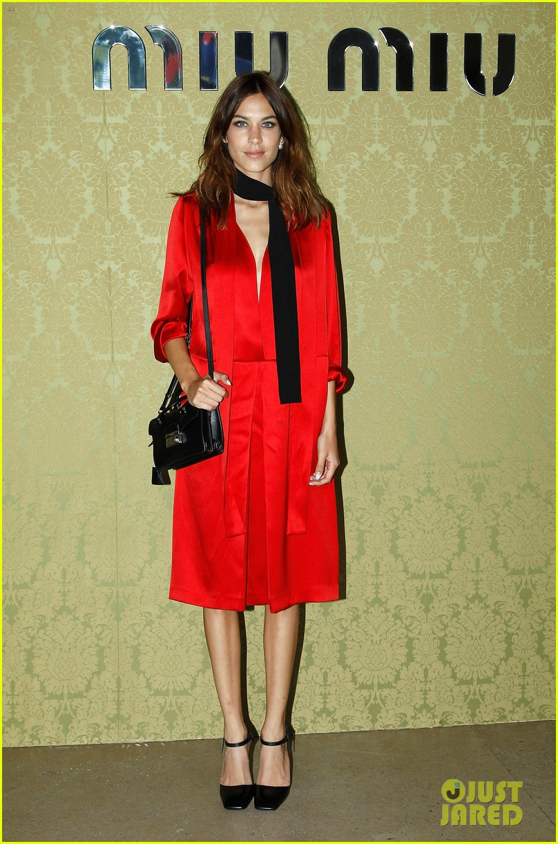 freida pinto isla fisher miu miu fashion show 05