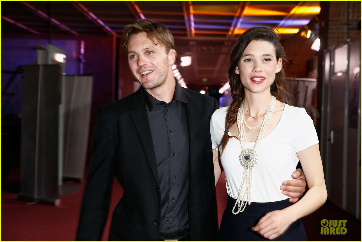 michael pitt astrid berges frisbey bring i origins to countries 023150294