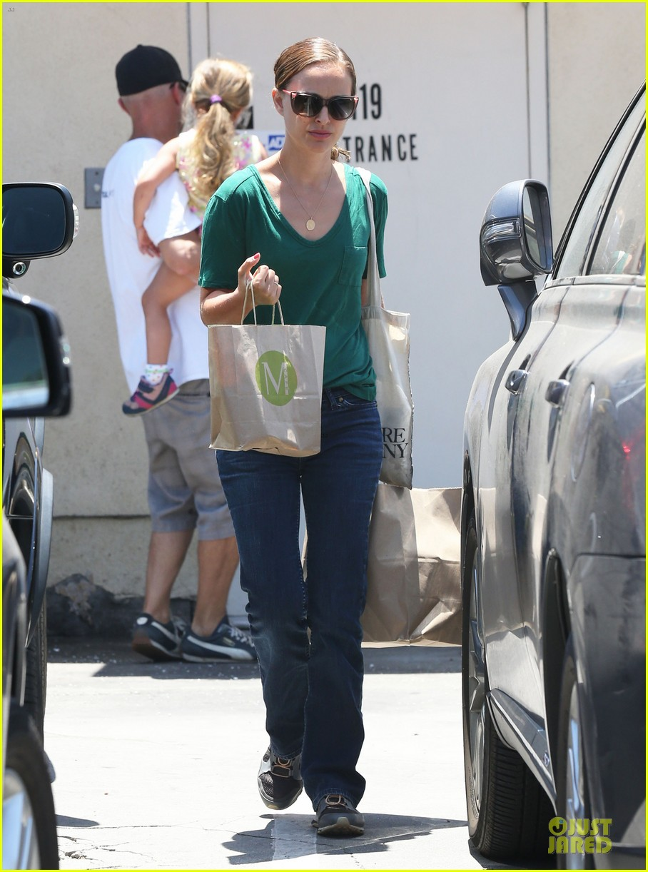 natalie portman goes green healthy at m cafe 08