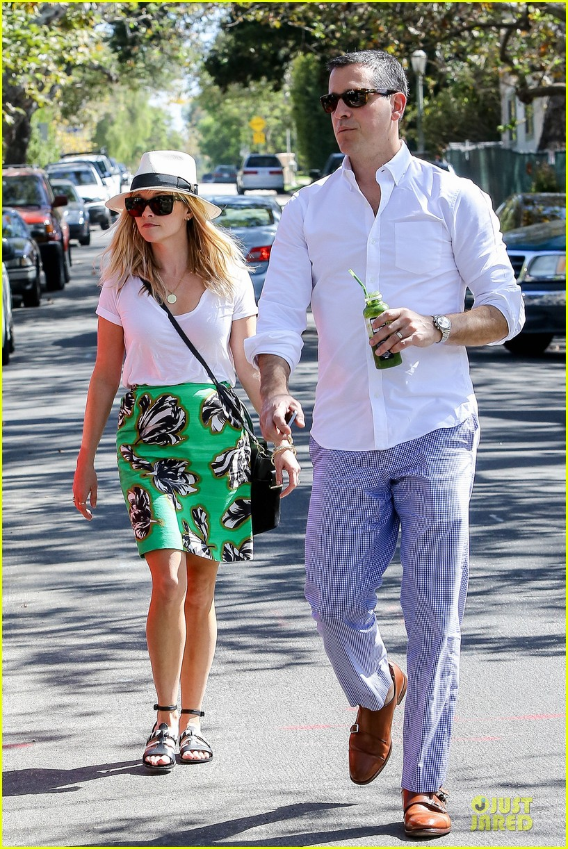 Reese Witherspoon & Husband Jim Toth Are the Epitome of Summer Fashion ... Reese Witherspoon