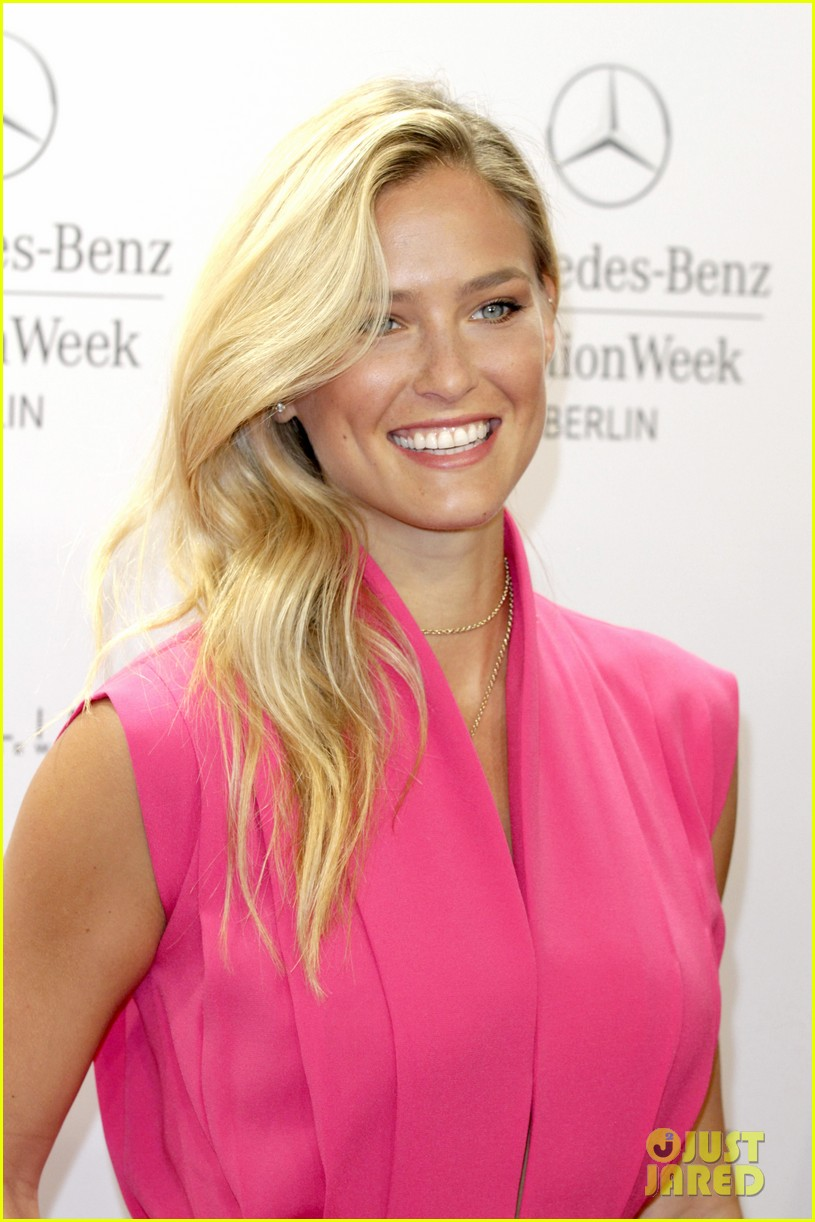 bar refaeli brings brother dor to laurel fashion show 043153156