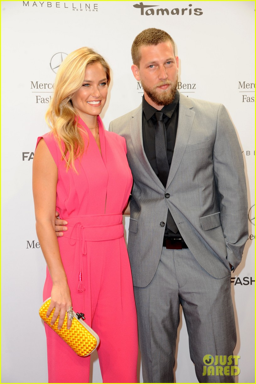 bar refaeli brings brother dor to laurel fashion show 15
