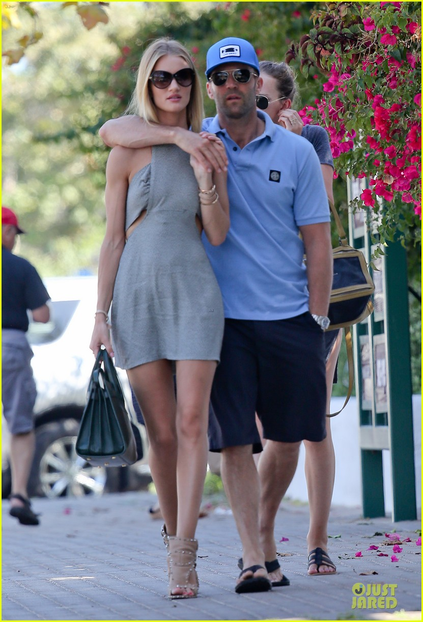 rosie huntington whiteley jason statham cant keep hands off each other 01