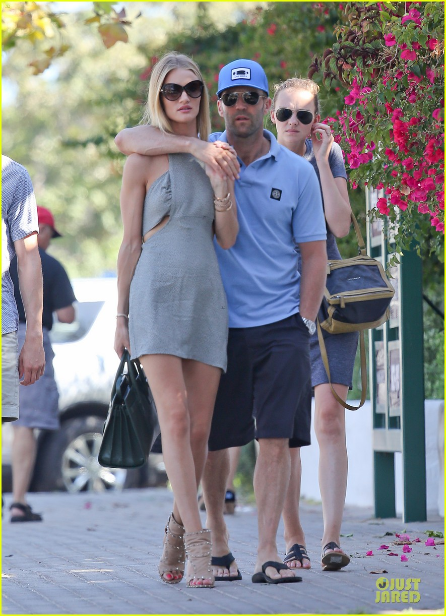 rosie huntington whiteley jason statham cant keep hands off each other 023150676