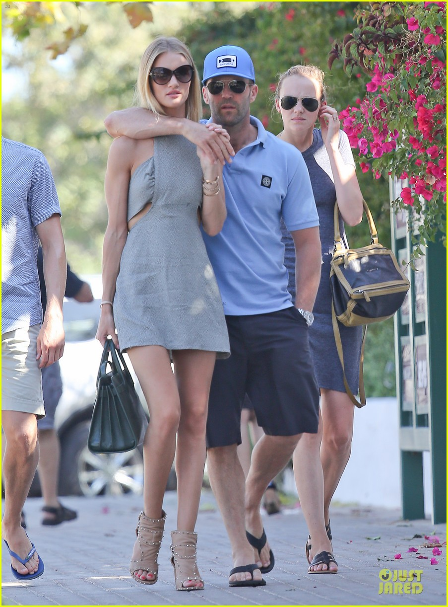 rosie huntington whiteley jason statham cant keep hands off each other 09
