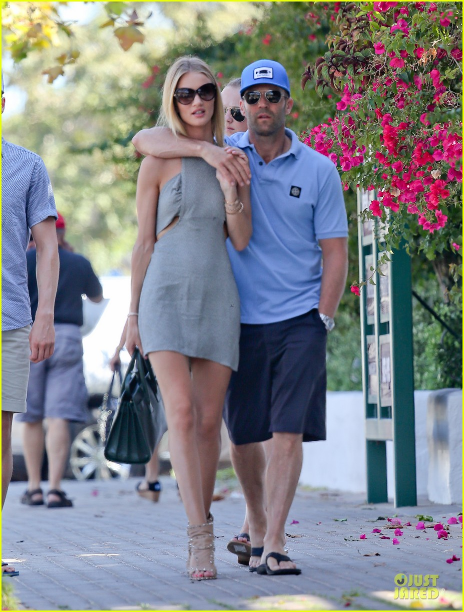 rosie huntington whiteley jason statham cant keep hands off each other 123150686