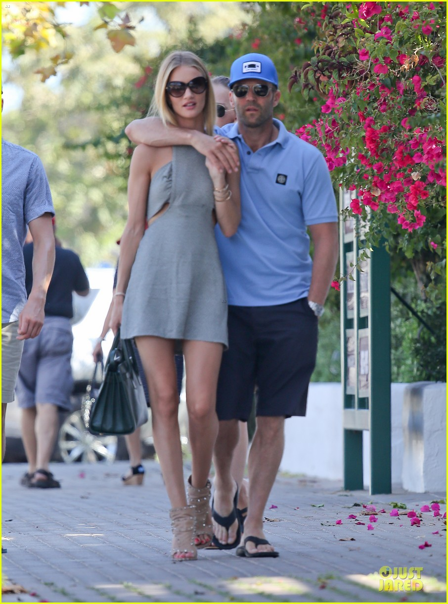 rosie huntington whiteley jason statham cant keep hands off each other 133150687