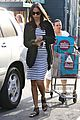 zoe saldana fills up on groceries 08