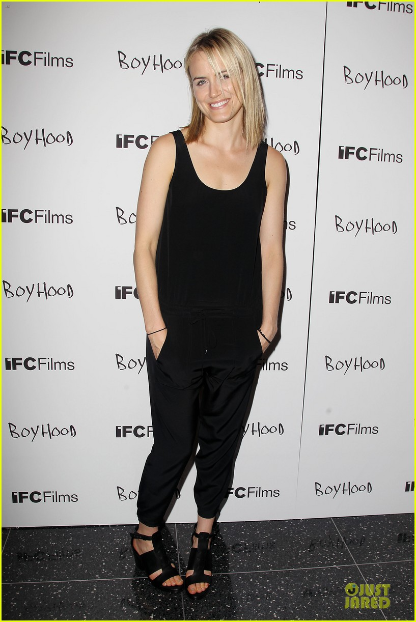 taylor schilling supports ethan hawke boyhood in nyc 05