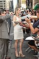 taylor schilling such a sweetheart at letterman 23