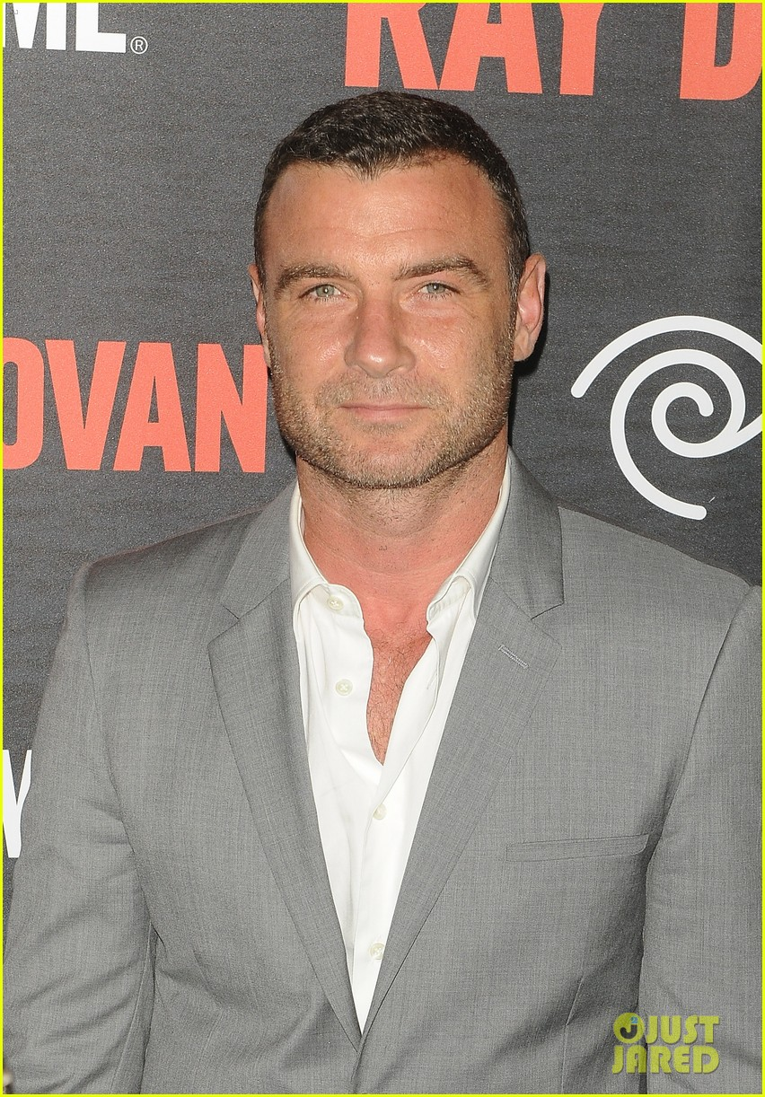 liev schreiber suits up for ray donovan season 2 premiere 02