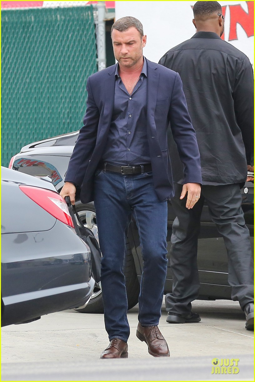 liev schreiber always looks suave for ray donovan 11