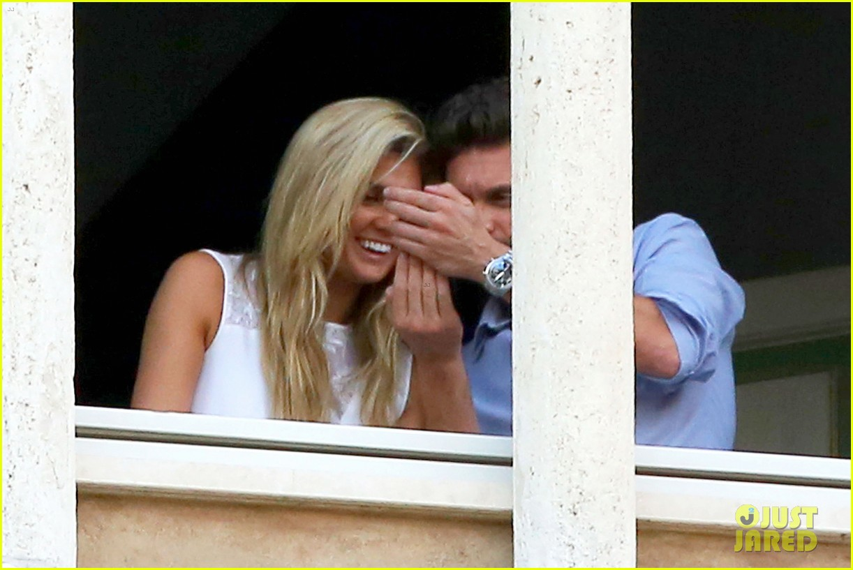 ryan seacrest cozies up to girlfriend shayna taylor 09