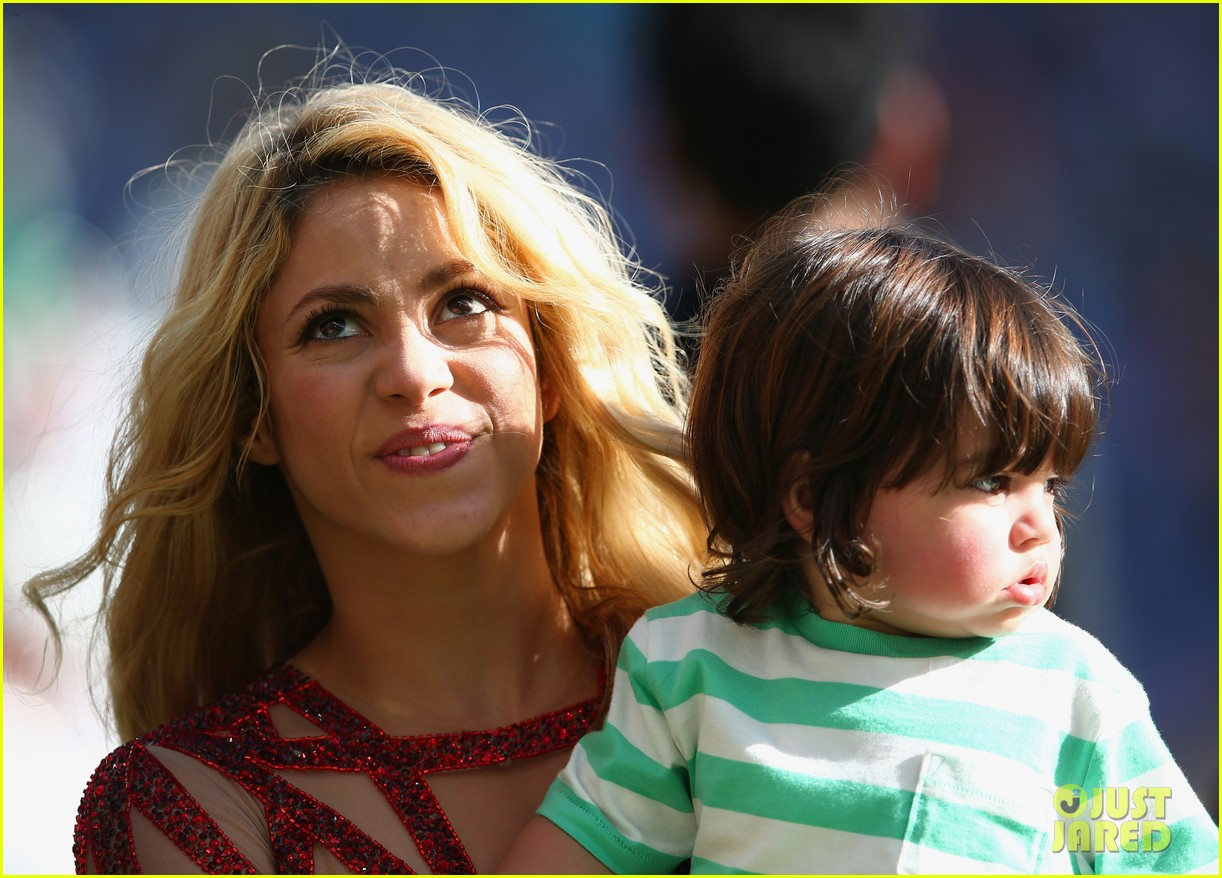 shakira brings cutie son milan on stage after world cup closing ceremony performance 143155155