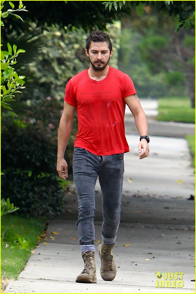 shia labeouf forgets to zip his fly 01