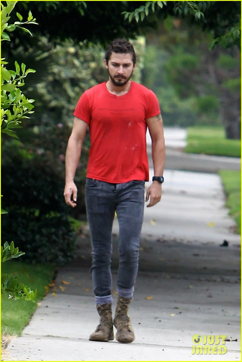 shia labeouf forgets to zip his fly 08