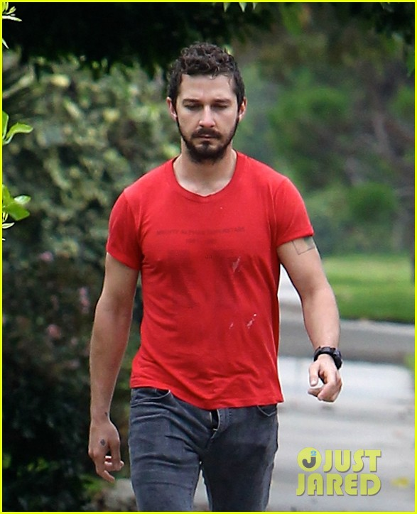shia labeouf forgets to zip his fly 23