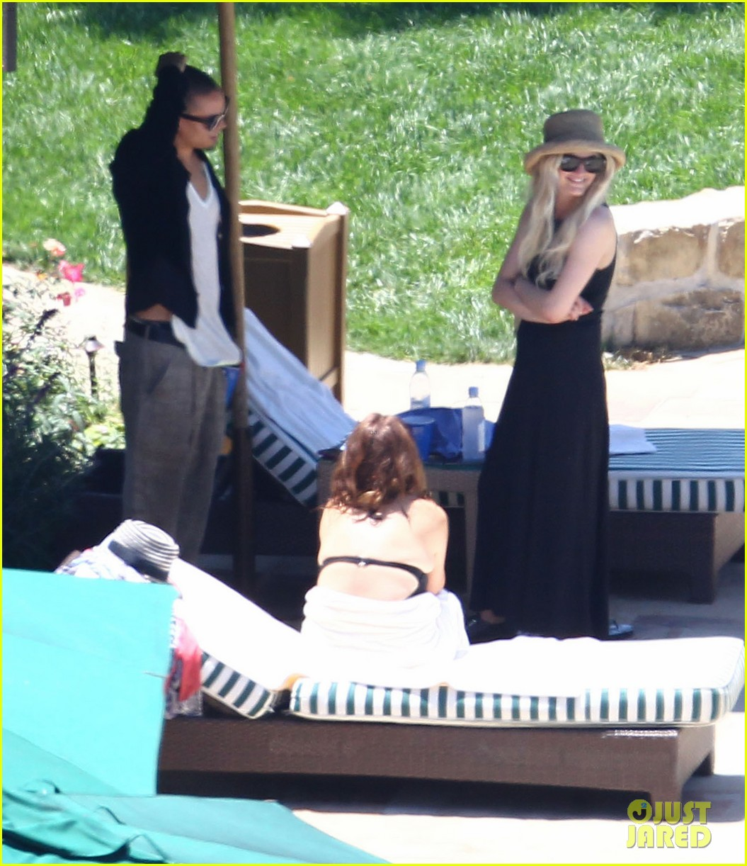 ashlee simpson evan ross cuddle at the pool 05