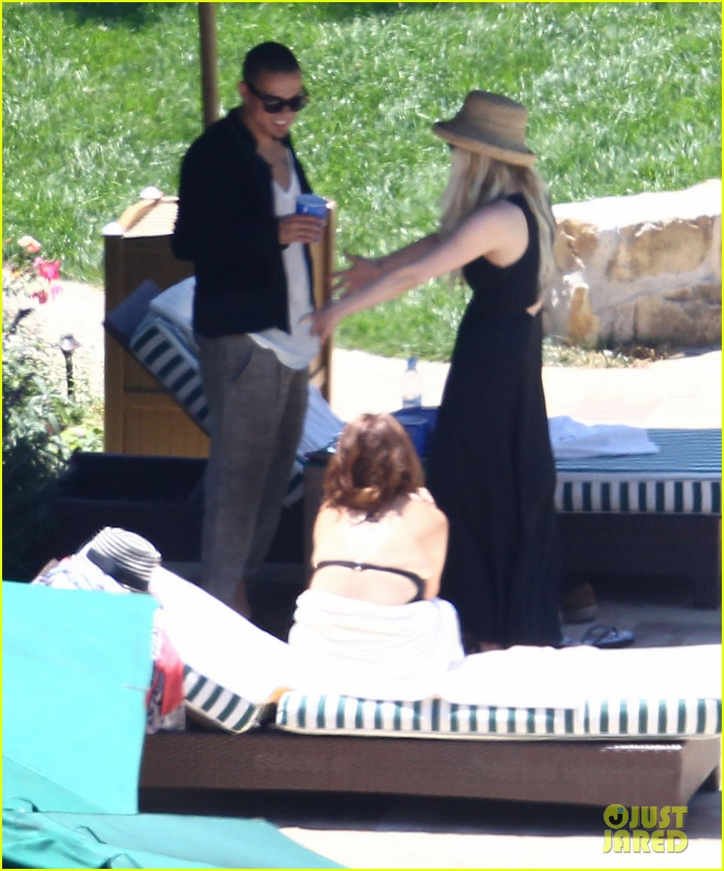 ashlee simpson evan ross cuddle at the pool 08