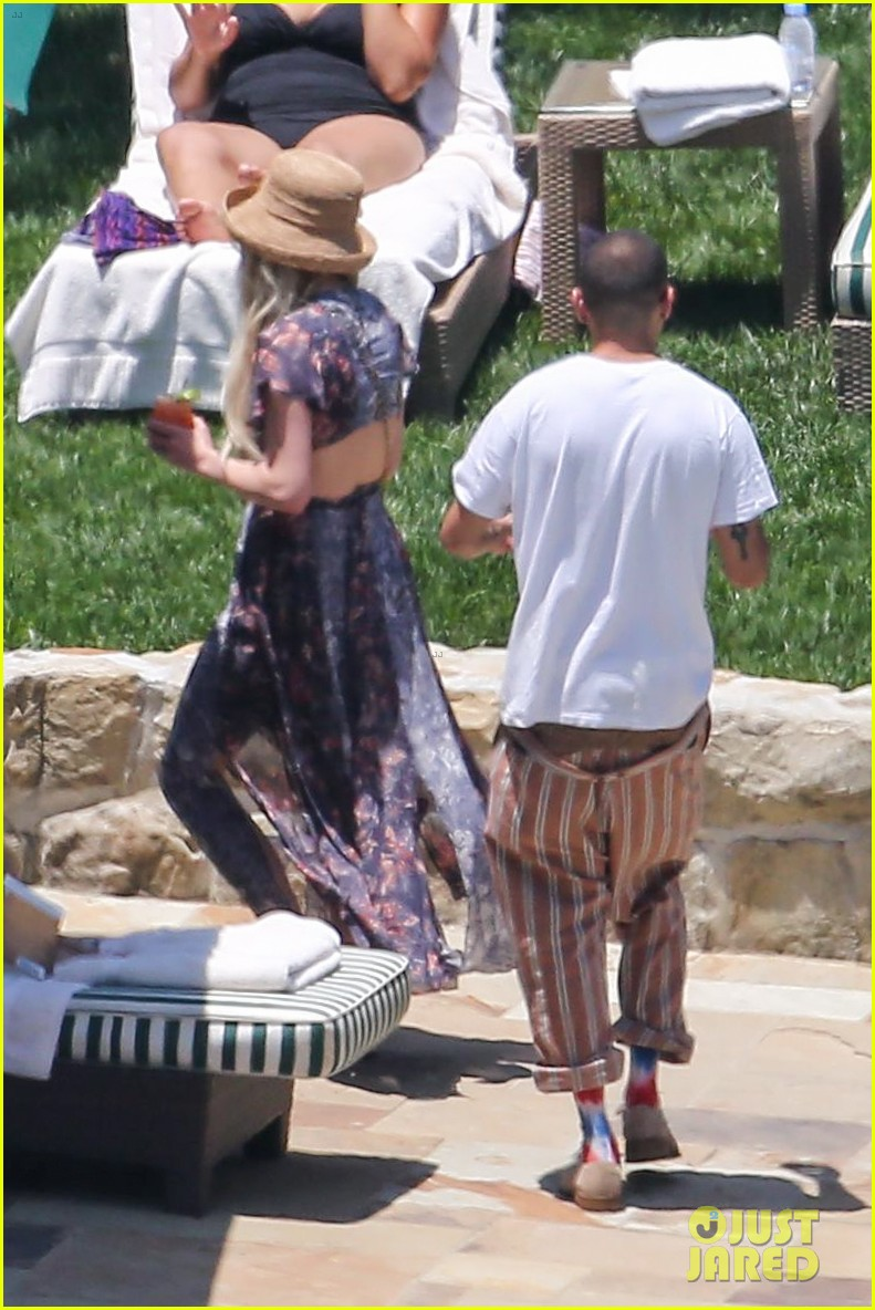 ashlee simpson hits the pool before jessicas wedding 05