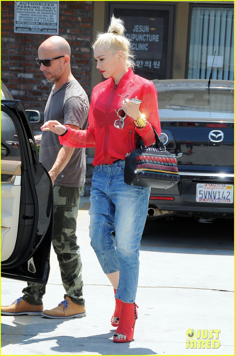 gwen stefani takes her red hot heels for a ride 133149337