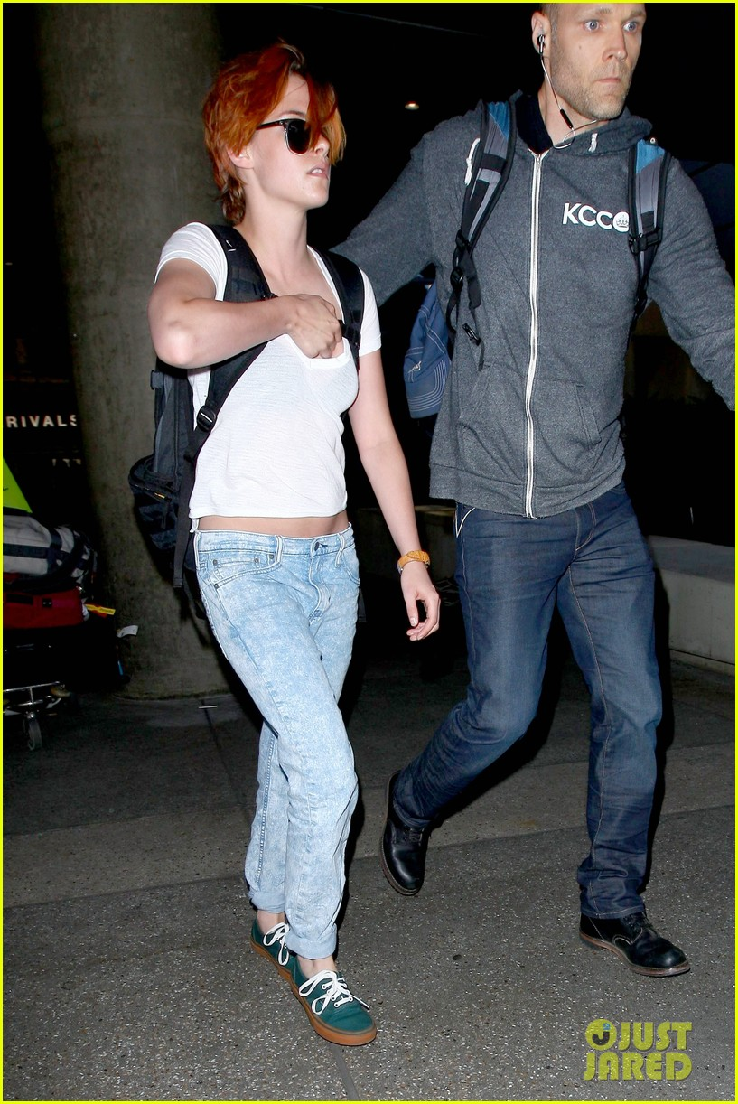 kristen stewart wears her new short hair messy 03