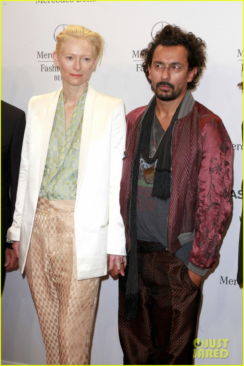 tilda swinton is a sophisticated lady at roshi porkar fashion show 123152945